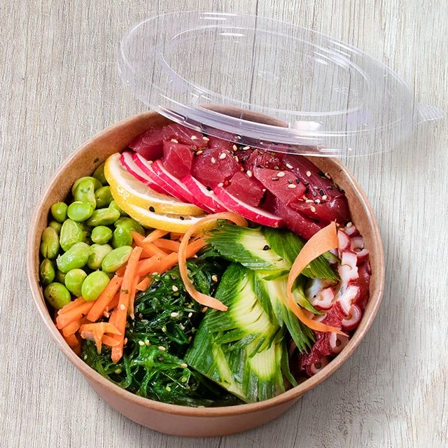 Poke Bowl in kraft containers with PP lids